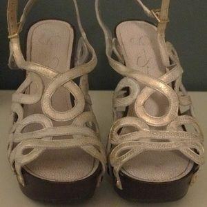 Gold pump/heels